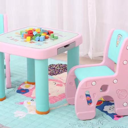 Bàn ghế tập vẽ cho bé 2 ghế + 1 bàn màu hồng